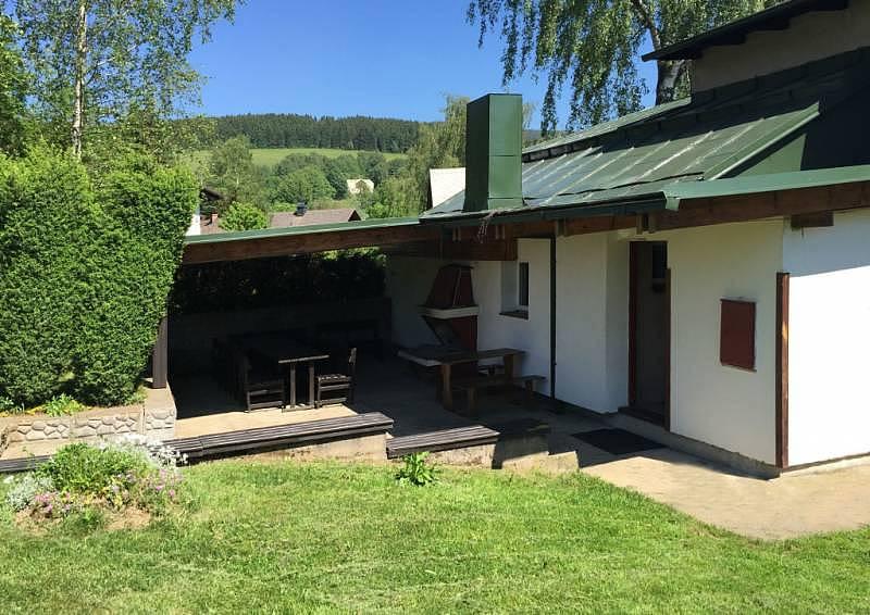 Zahradní posezení u chaty Liebig
